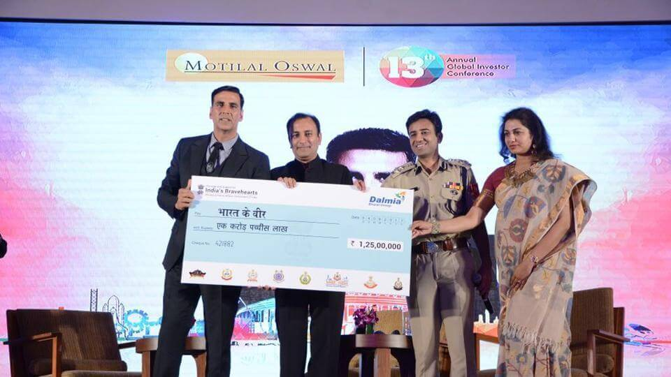 Akshay Kumar Donates Money