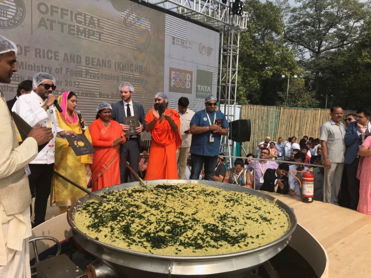 Cooking 800 Kgs Of Khichdi 3