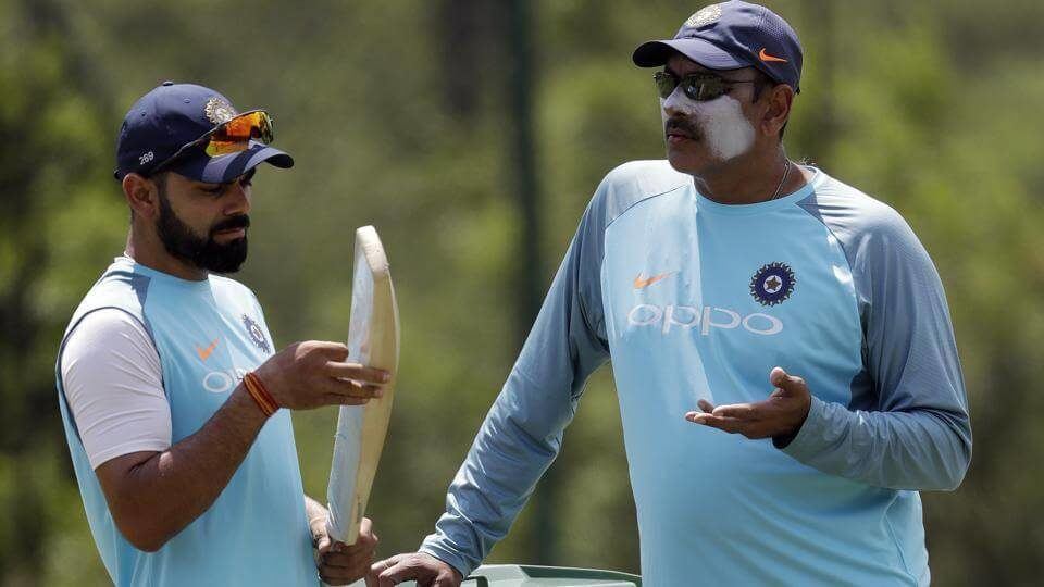 Virat Kohli left chats with coach Ravi Shastri (1)