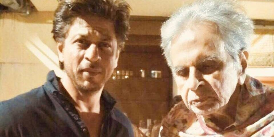Dilip Kumar has shared a picture with Shah Rukh Khan (1)