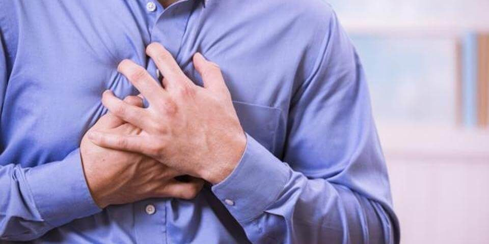 During a heart attack, the heart only partially looses the ability to pump blood. A person suffering heart attack can go on for minutes to few hours in the condition, and yet survive (1)