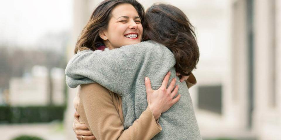 Left-sided hugs were linked to intense occasions after researchers observed more than 2500 hugs (1)