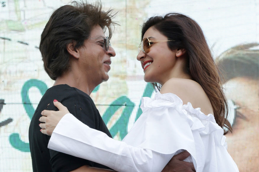 Shah Rukh Khan and Anushka Sharma perform during promotion of their film 'Jab Harry Met Sejal' at SGT University in Gurugram (1)