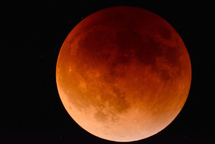 lunar-eclipse-red-moon-2146596