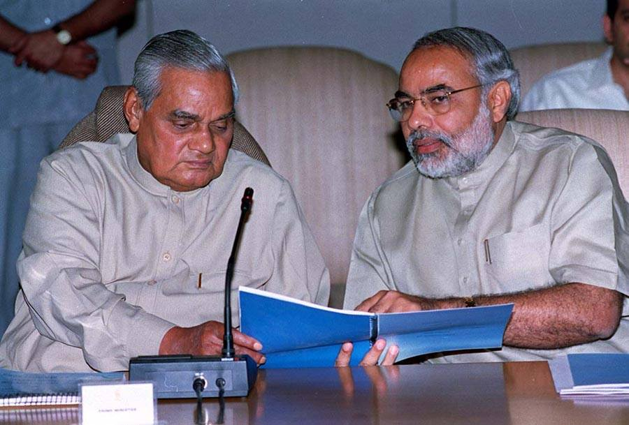 Narendra_Modi_and_Atal_Bihari_Vajpayee_on_March_27_2002
